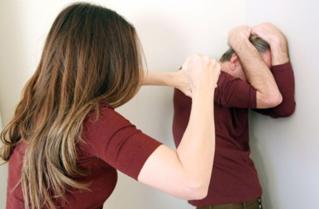 Auch Frauen schlagen manchmal zu. Foto: dpa