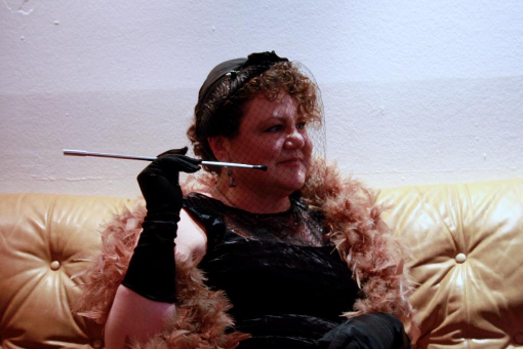 Gila Albracht trifft man in sämtlichen Clubs der Stadt. Wir wollten wissen: Wer ist diese Frau, die mit 54 Jahren noch so oft ihre Hüften schwingt. Foto: Nadja Dilger