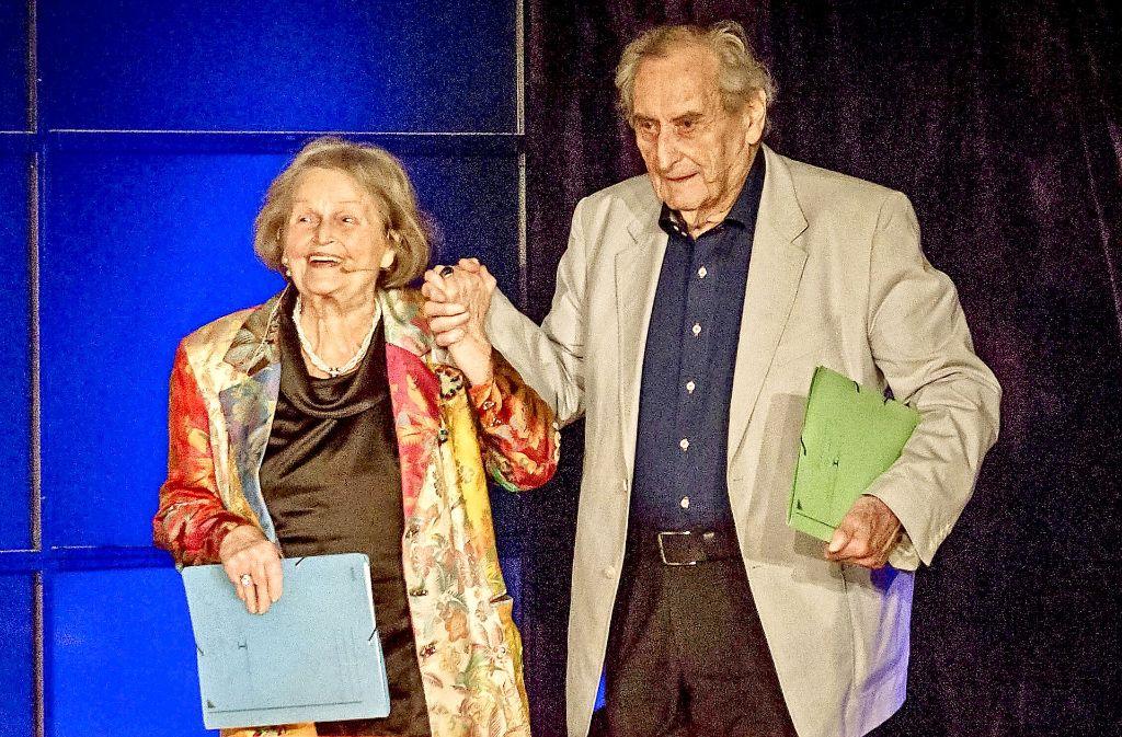 Vor 70 Jahren haben sich Trudel Wulle und Walter Schultheiß auf der Bühne kennengelernt: In der Sparda-Welt begeisterten die berühmten Schwaben  das Publikum. Foto: Lichtgut/Julian Rettig