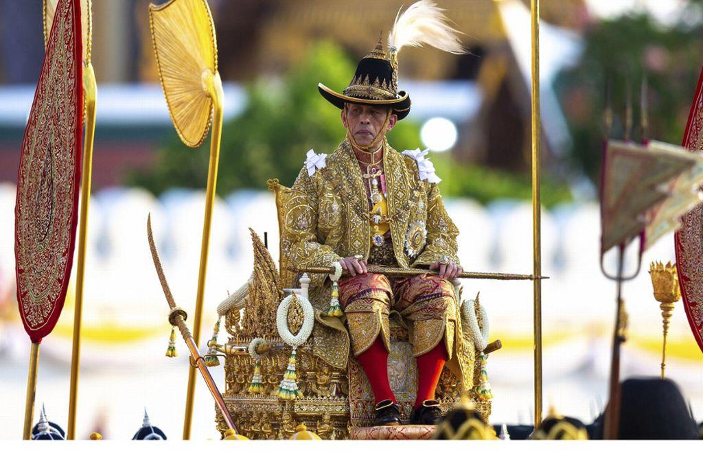 König Maha Vajiralongkorn hat seiner bisherigen offiziellen Geliebten alle königlichen und militärischen Titel entzogen. Foto: dpa/Wason Wanchakorn