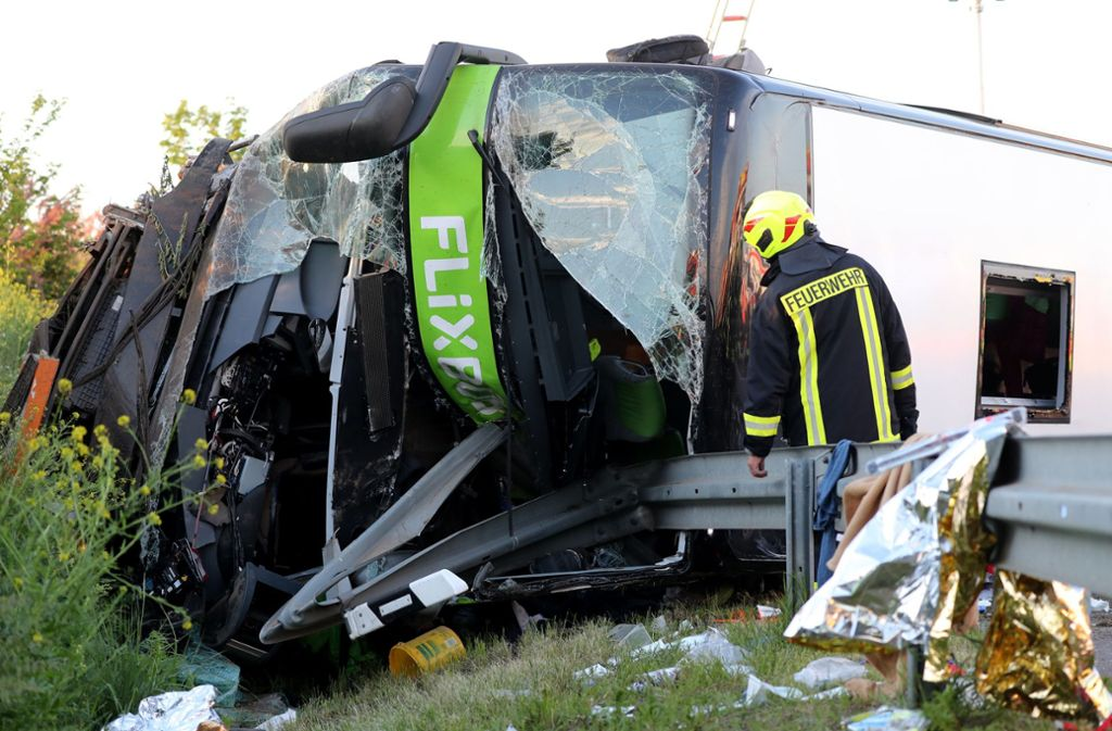 Vier Hubschrauber und mehr als zehn Rettungswagen waren imEinsatz. Foto: dpa