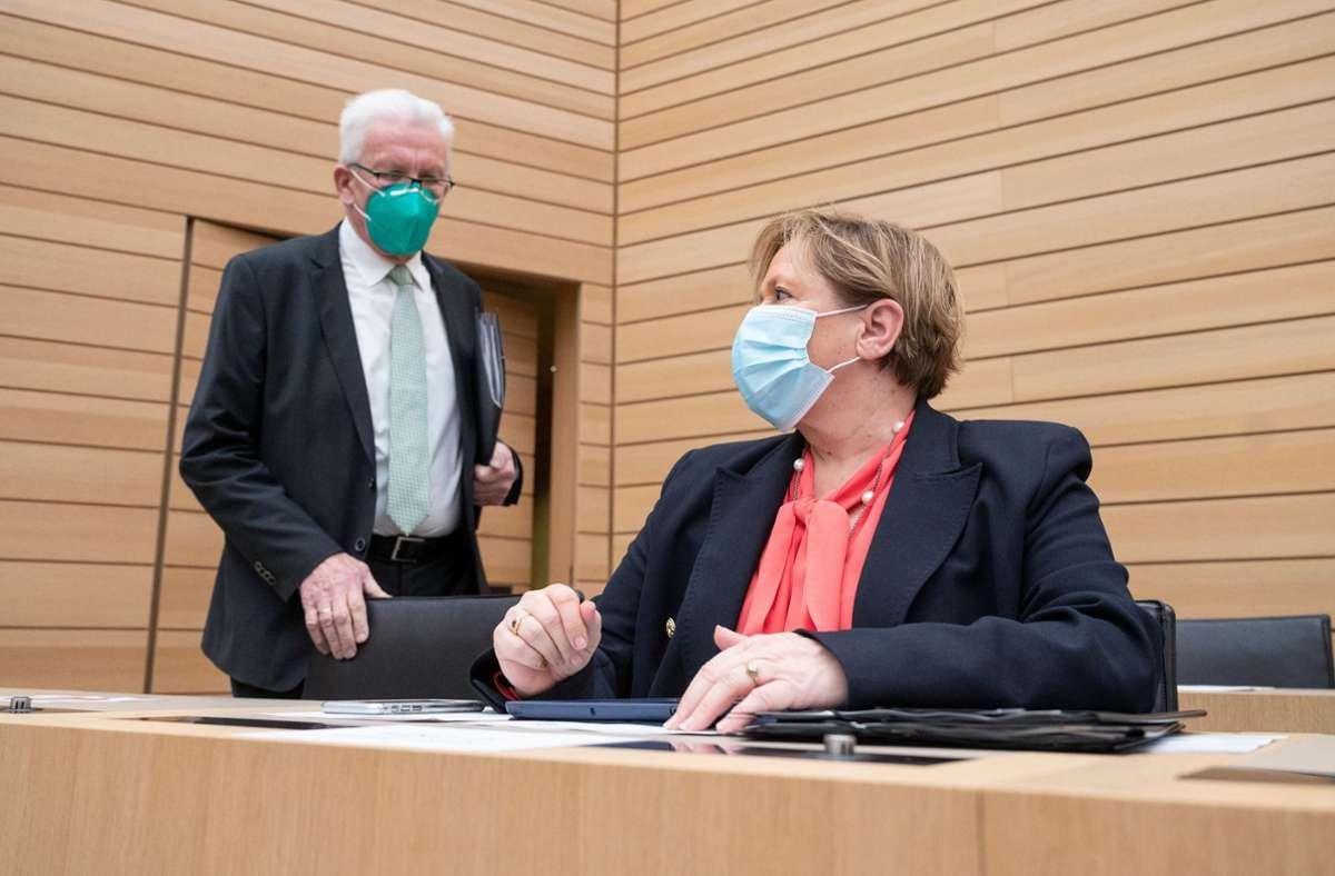 Ministerpräsident Winfried Kretschmann und Kultusministerin Susanne Eisenmann. (Archivbild) Foto: dpa/Marijan Murat