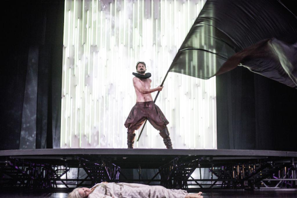 Richard III vom Jungregisseur Robert Borgmann wird derzeit im Schauspielhaus Stuttgart aufgeführt. Foto: JU_Ostkreuz