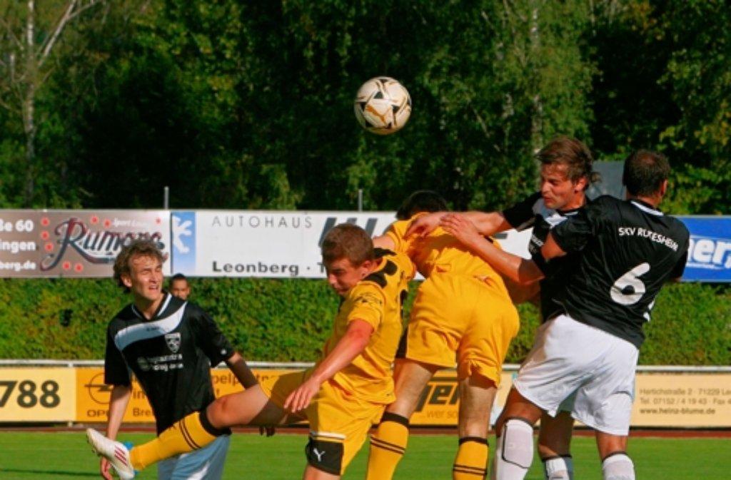 Auch in der kommenden Saison ein Garant für spannende Derbys: der TSV Eltingen (gelb) und die SKV Rutesheim. Foto: Andreas  Gorr