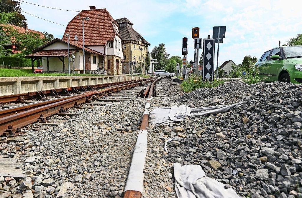 Die Heimerdinger warten derzeit gleich doppelt: Auf den Anschluss ans Schienennetz –    und auf die Entlastung durch die Südumfahrung. Foto: factum/Granville
