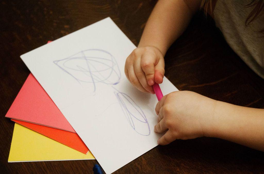 """Obwohl sich der neunjährige Joe Whale auf Instagram selbst """"The Doodle Boy"""" nennt, sind seine Zeichnungen mehr als nur Gekritzel (englisch: """"doodle""""), wie hier im Bild zu sehen. (Symbolfoto) Foto: imago images / glasshouseimages/Saul Robbins"""
