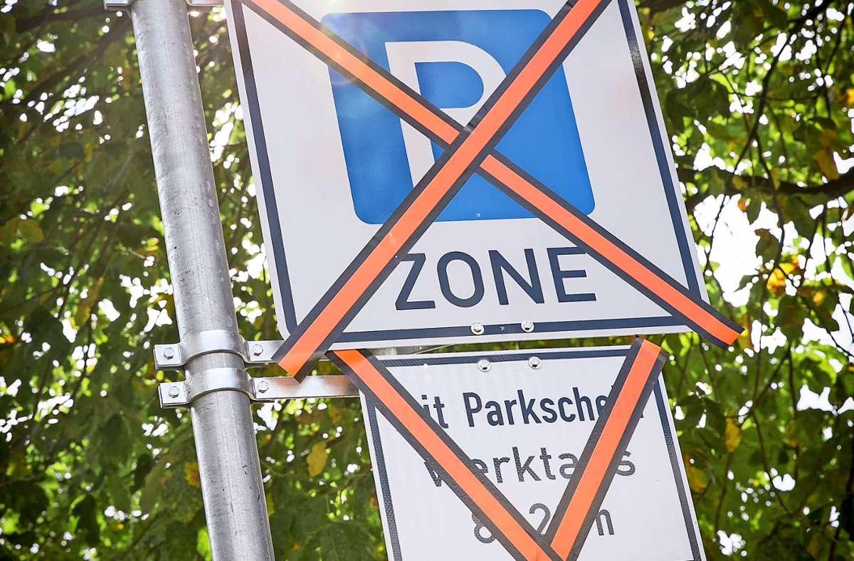 Solche Schilder könnten bald auch auf dem Fasanenhof stehen: Dann muss jeder, der keinen Anwohnerparkausweis hat, einen Parkschein ziehen. Foto: /Lichtgut/Leif Piechowski