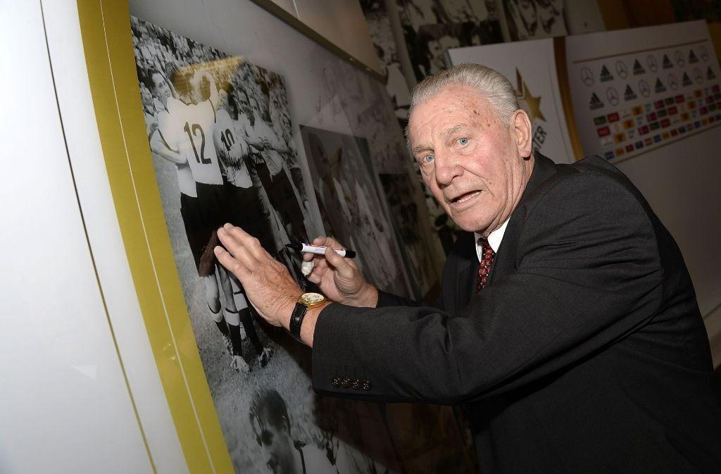 Hans Schäfer gehörte zu den Leistungsträgern in der Weltmeisters-Mannschaft des DFB von 1954. Foto: Bongarts/Pool DFB