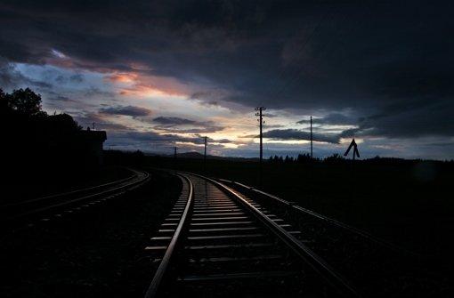 Nur ganz allmählich zeigt sich etwas Licht bei den Tarifverhandlungen der Bahn mit der Lokführergewerkschaft  GDL und der Konkurrenzorganisation EVG. Foto: dpa