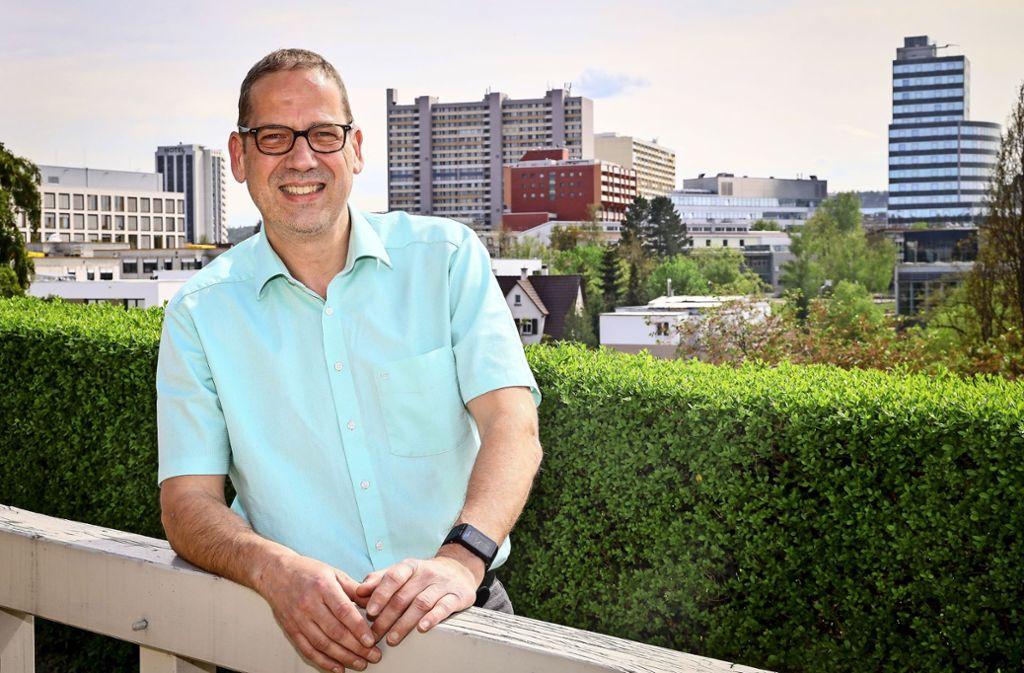Das Rathaus ist nicht weit weg: Harald Hackert will in die Politik. Foto: