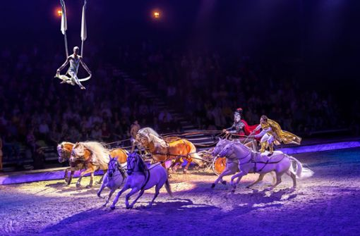 Stürmisch feiert das Stuttgarter Publikum  Cavalluna