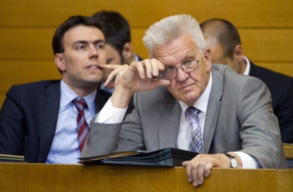 Sie sind die Gesichter der grün-roten Regierung: Ministerpräsident Winfried Kretschmann (Grüne) und sein Stellvertreter Nils Schmid (SPD). In unserer Bildergalerie stellen wir die Landesregierung vor. Foto: dpa
