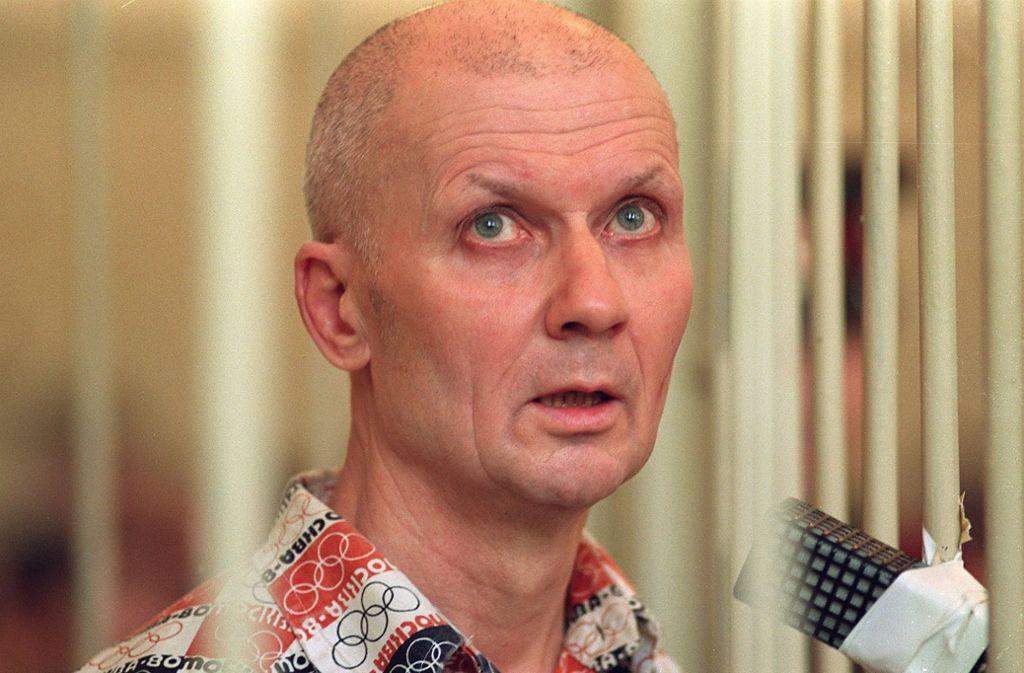 Andrei Tschikatilo (hier während des Gerichtsprozesses in Rostow im April 1992) fielen zwischen 1978 und 1990 mindestens 54 Menschen, die meisten davon Kinder und Jugendliche, zum Opfer. Foto: AFP