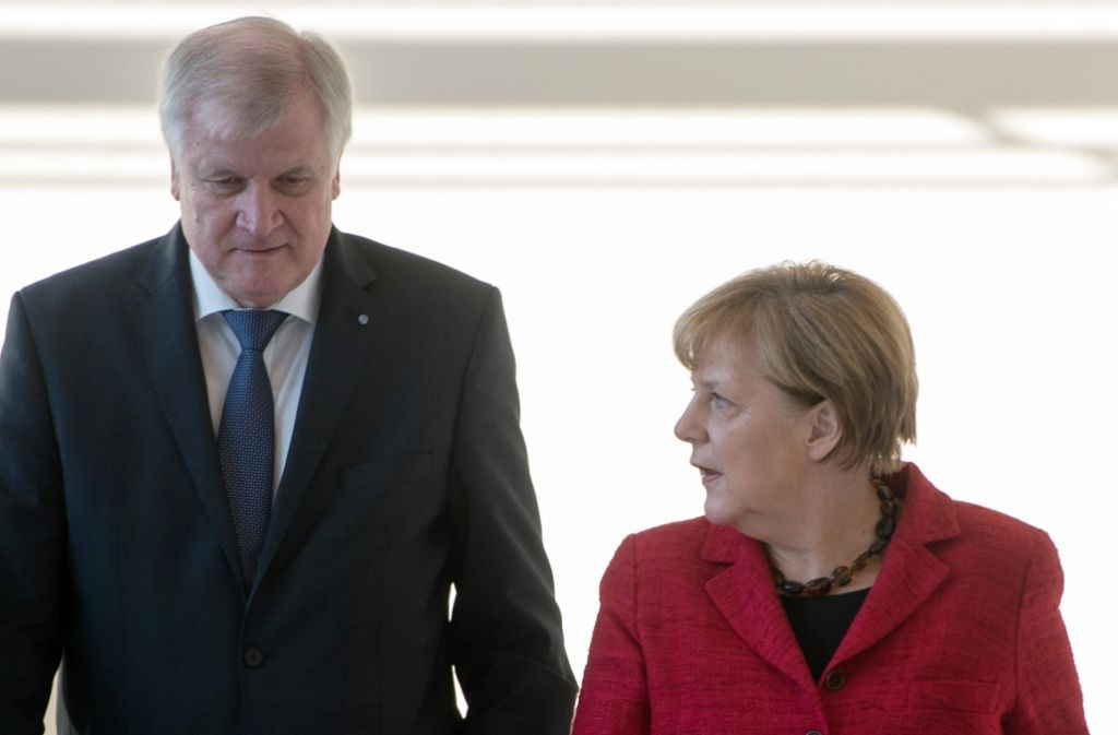 """Es sehe so aus, dass das Verhältnis zwischen CSU und CDU """"im Moment wieder intakt"""" sei, sagte CSU-Chef Horst Seehofer nach dem Treffen der Unionsspitzen in Potsdam. Foto: dpa"""