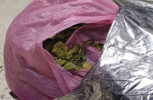 Mehr als 100 Kilo der Kaudroge Kath als Textilien deklariert