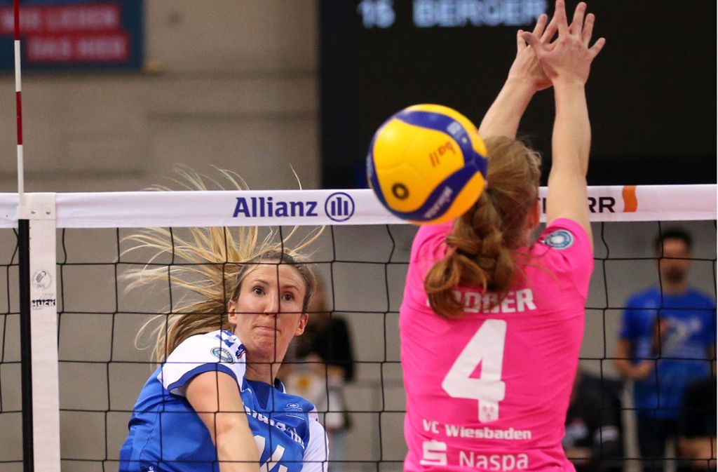 Sammelte Spielpraxis und machte acht Punkte in Suhl: Die aus Wiesbaden gekommene Jennifer Hamson (li.). Foto: Baumann
