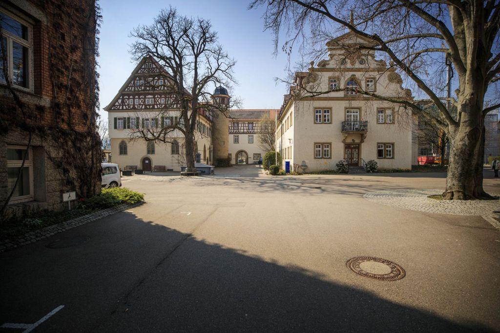 Wo sonst reges Leben herrscht, ist es zurzeit absolut still  – wie hier um das Schloss in Stetten.Foto:Gottfried Stoppel Foto: