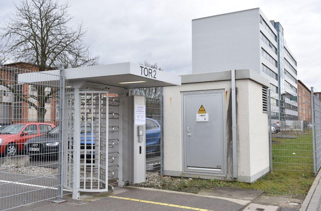 Firmengebäude des Konzerns General Electric in Mannheim (Baden-Württemberg) Der Konzern General Electric (GE) stellt einige der im vergangenen Jahr von Alstom übernommenen Standorte in Deutschland auf den Prüfstand. Foto: dpa