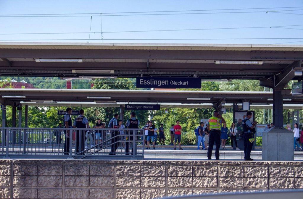 Am Bahnhof in Esslingen stieg der Exhibitionist um und flüchtete. Foto: 7aktuell.de