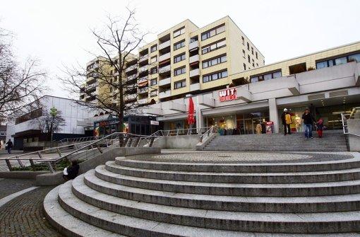 Der Haupteingang und die Fassade der Einkaufszeilen Foto: factum/Weise