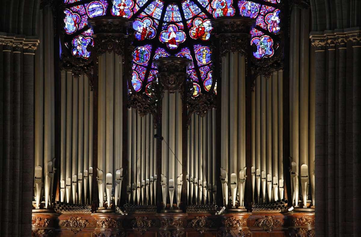 Auch nach dem Brand ist sie erhalten geblieben: die Orgel in Notre-Dame, Paris. Foto: imago/UIG