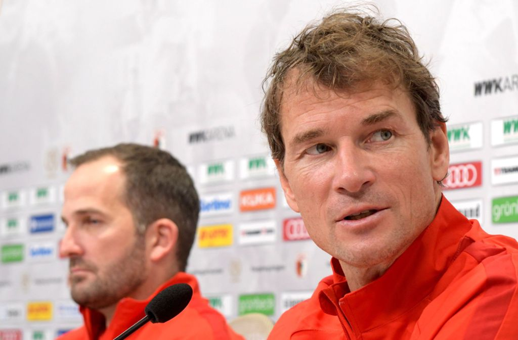 Jens Lehmann (rechts) arbeitet jetzt als Co-Trainer an der Seite des FCA-Chefcoaches Manuel Baum. Foto: dpa