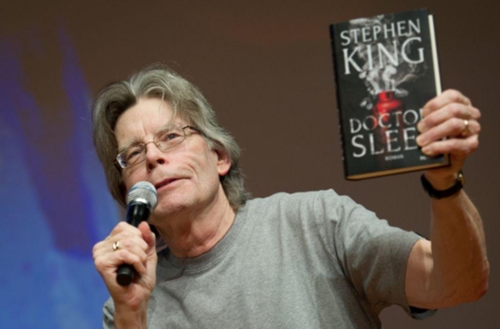 """Stephen King, hier 2013 in Hamburg bei der Präsentation seines Buches """"Doctor Sleep"""" Foto: dpa"""
