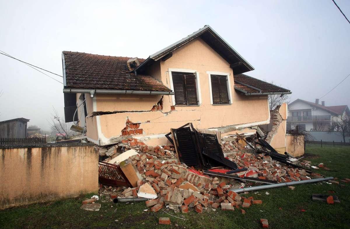In Petrinja sind mehrere Häuser völlig zerstört. Foto: AFP/DAMIR SENCAR