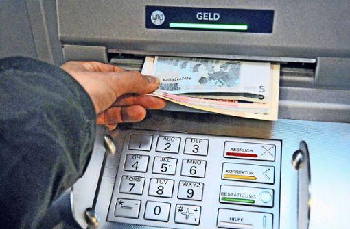 Unbekannte jagen Bankautomaten in die Luft