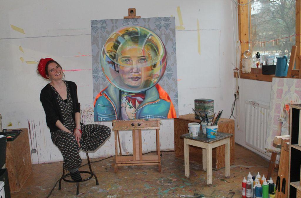 Ursula Donn in ihrem kleinen Atelier am Hoffmannsweg im Stuttgarter Osten. Foto: Sabine Schwieder