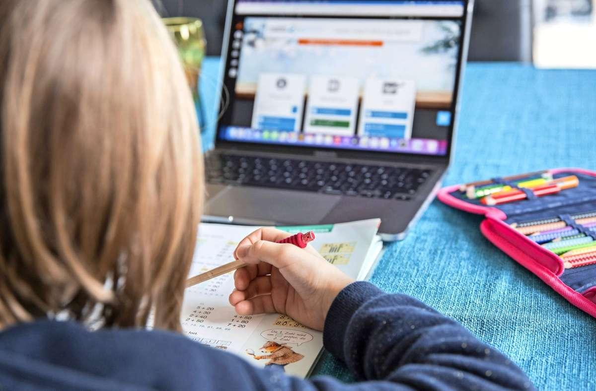 Lernen am Computer ist wieder angesagt. Foto: imago /Fotostand/F. / K. Schmitt via www.imago-images.de