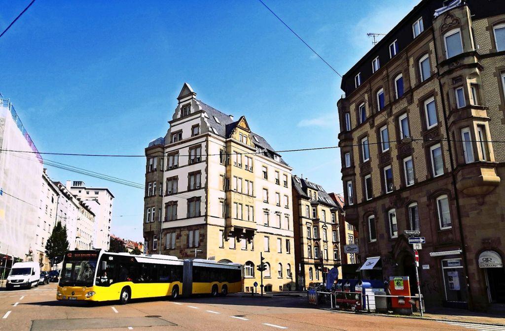 Der Rosenbergplatz verändert sich gerade. Neu am Platz ist Emmas Enkel, ein digitaler Supermarkt mit Café. Foto: Björn Springorum