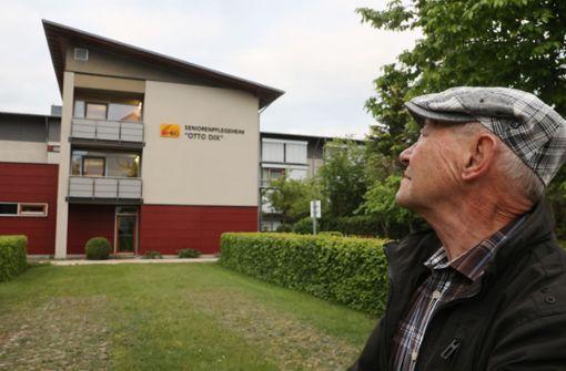 """""""Man muss vernünftig bleiben"""" - Beifall für Rentner nach Corona-Demo"""