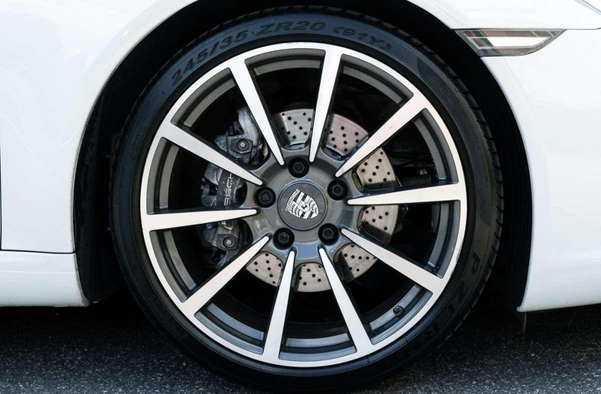 Bei Dieben derzeit heiß begehrt: Hochwertige Porsche-Radsätze (Symbolbild). Foto: Unsplash/Luca Nicoletti