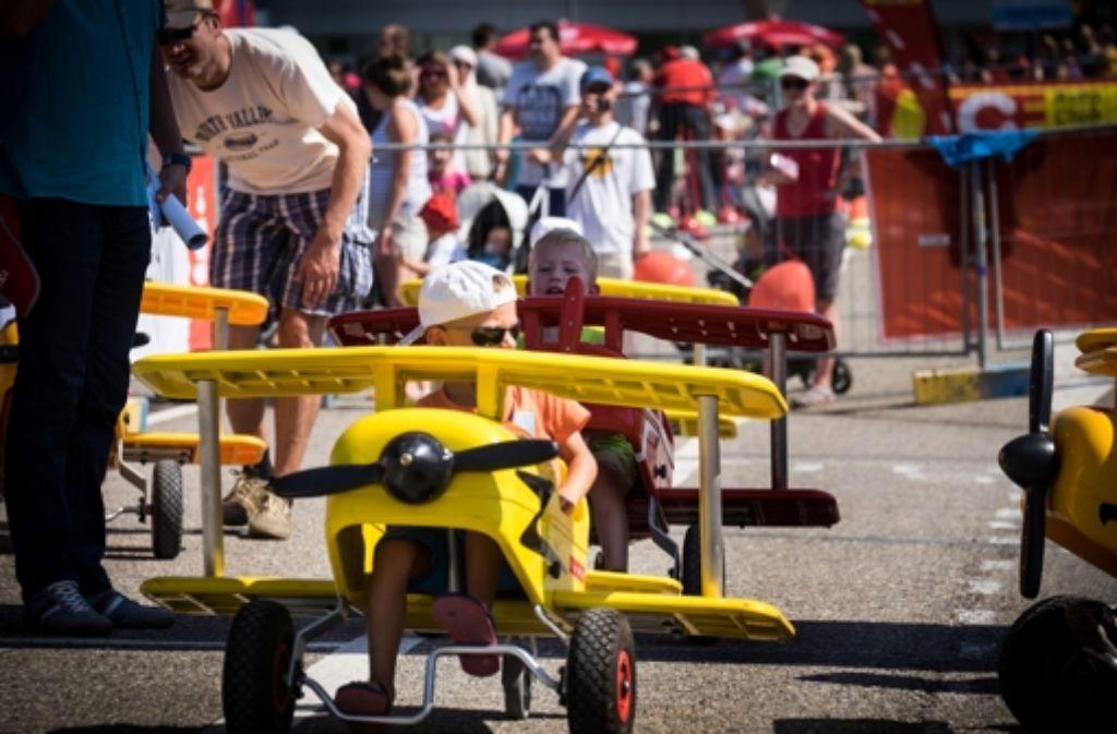 Beim Kinderfest auf dem Stuttgarter Flughafen herrscht Trubel. Foto: