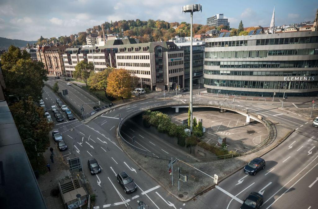 Der Österreichische Platz besteht zum größten Teil aus der Bundesstraße. Foto: Lichtgut/Achim Zweygarth