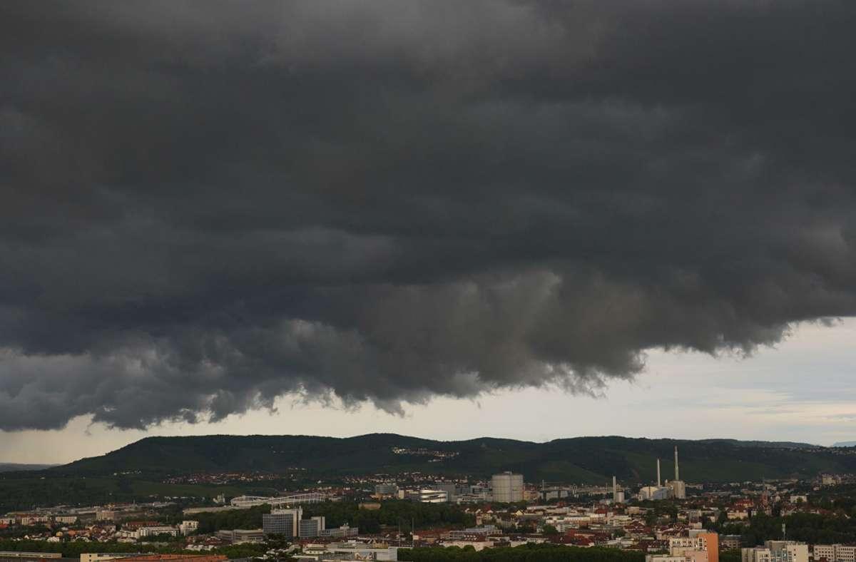 Unwetter über Stuttgart – am Wochenende braut sich was zusammen. Foto: Andreas Rosar Fotoagentur-Stuttg/Andreas Rosar Fotoagentur-Stuttg