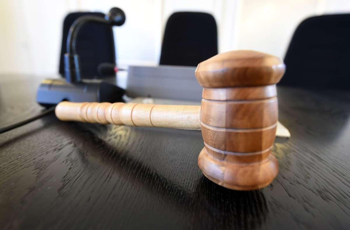 Der 26-Jährige wurde beim Amtsgericht Esslingen der Haftrichterin vorgeführt (Symbolbild). Foto: picture alliance / Uli Deck/dpa/Uli Deck