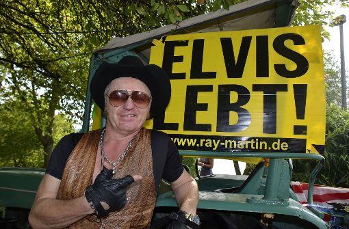 Elvis-Double gibt kostenloses Konzert in Stuttgart