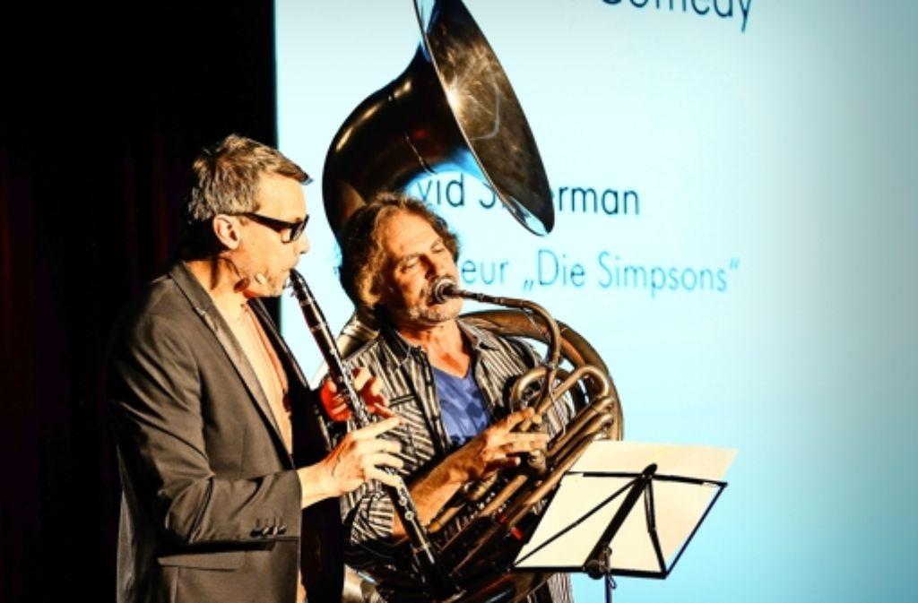"""David Silverman (r.),  Regisseur der """"Simpsons"""", spielt sein Sousafon beim Trickfilm-Festival in Stuttgart. Foto: Lichtgut/Achim Zweygarth"""