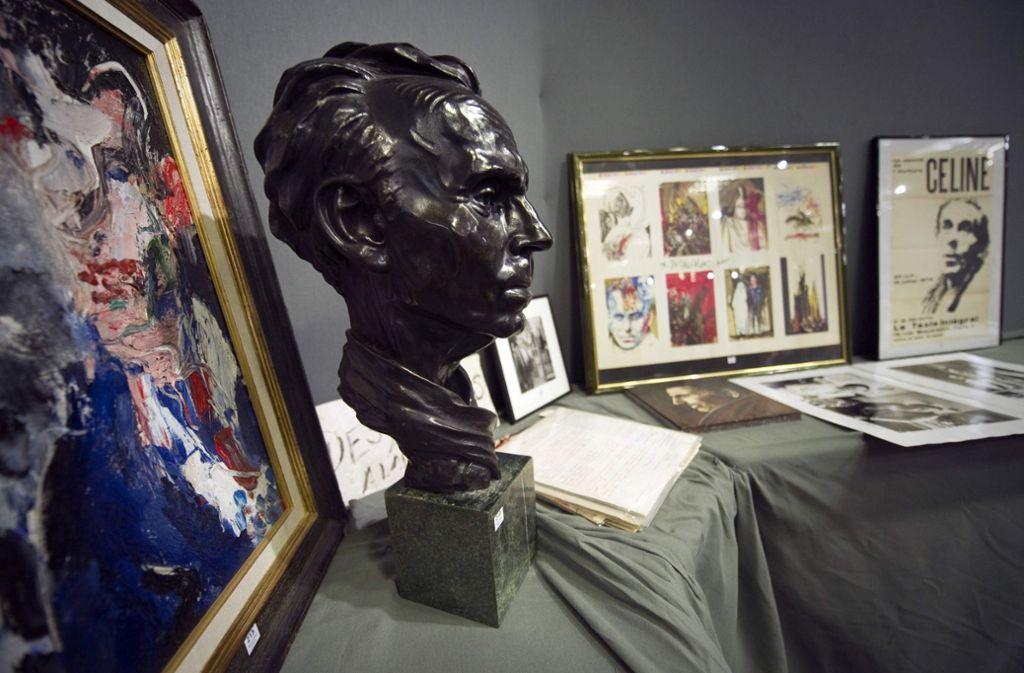 Schweres Gedenken: Bilder und eine Büste des französischen Autors Louis-Ferdinand Célines Foto: AFP