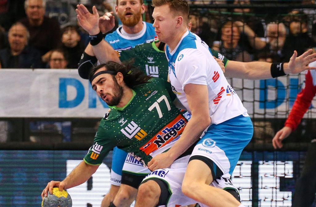 Könnten ab Karsamstag unter strengsten Auflagen wieder trainieren: Die Profi-Handballer von Frisch Auf Göppingen und vom TVB Stuttgart. Foto: Baumann