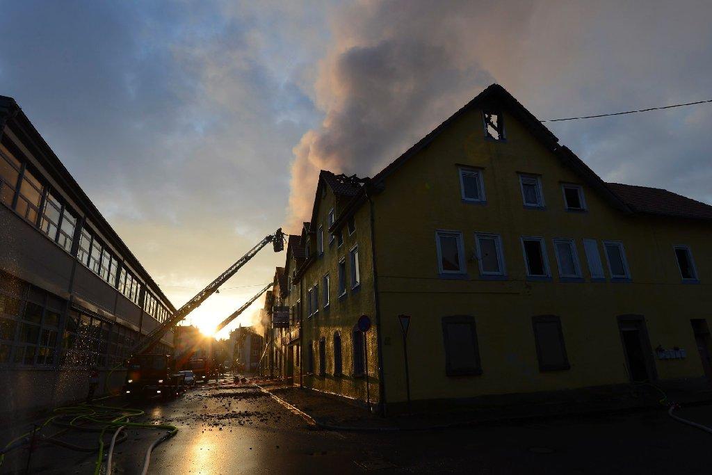 Bei einem Feuer in der Innenstadt von Backnang im Rems-Murr-Kreis sind in der Nacht zum Sonntag mehrere Menschen ums Leben gekommen. Foto: www.7aktuell.de | Oskar Eyb (103 Fotos)