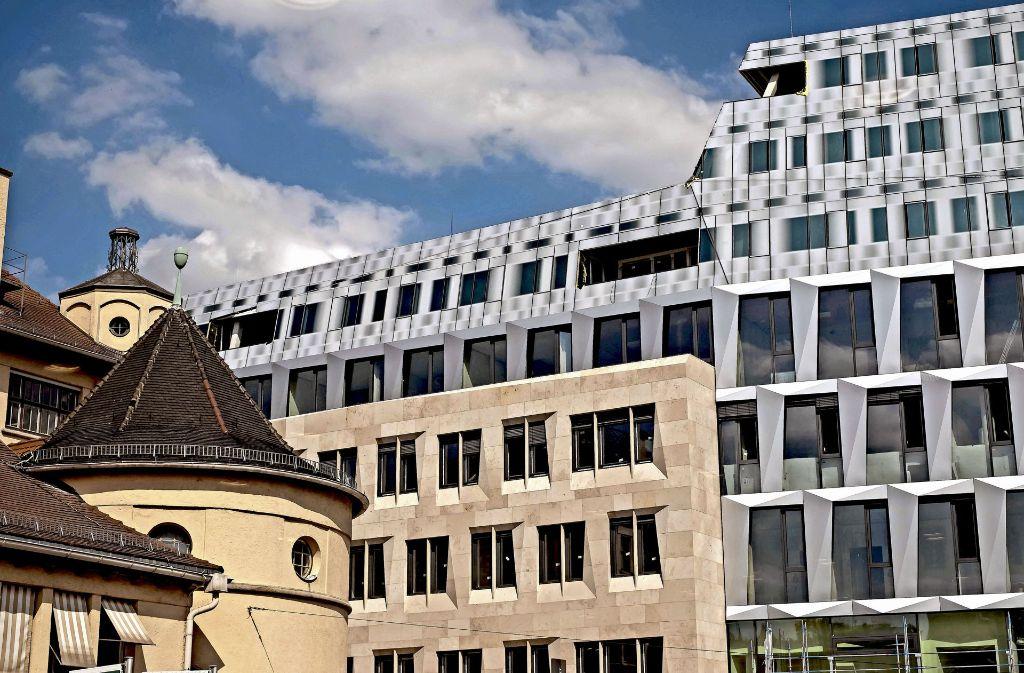 Alt und Neu in enger Nachbarschaft: die Stuttgarter Markthalle (links) und das Dorotheen-Quartier Foto: Lichtgut/Max Kovalenko