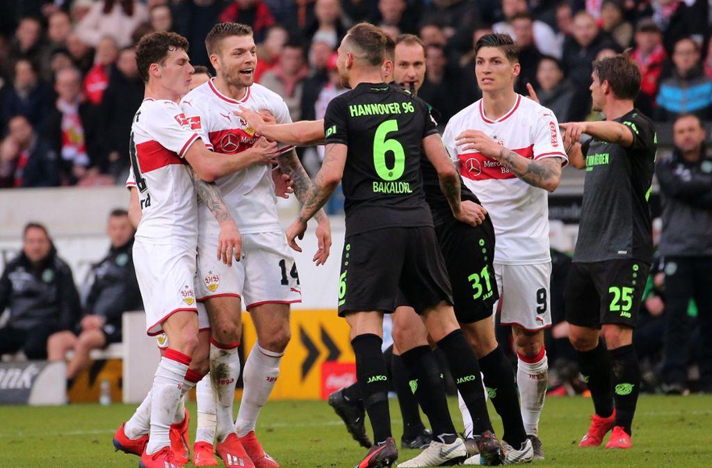 Vergangene Saison ging es hoch her zwischen dem VfB und Hannover. Am Ende stiegen beide Vereine in die zweite Bundesliga ab, aus der sie erst 2017 gemeinsam aufgestiegen waren. Foto: Baumann