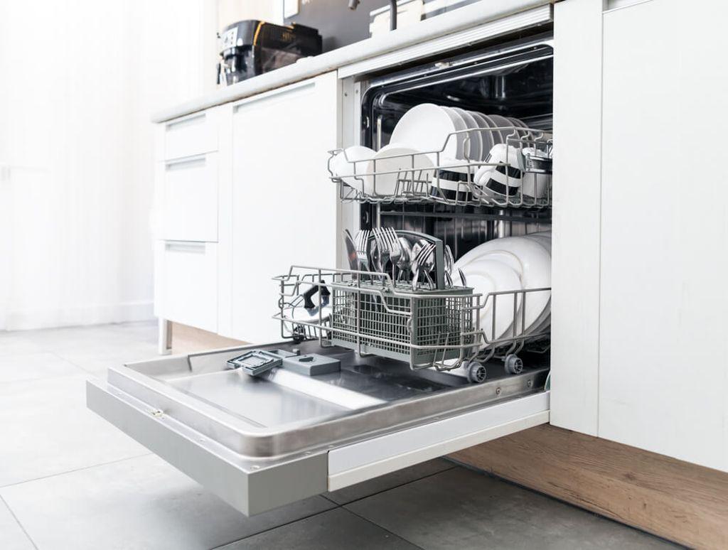 So räumen Sie Ihren Geschirrspüler ein. Foto: Leszek Glasner / shutterstock.com