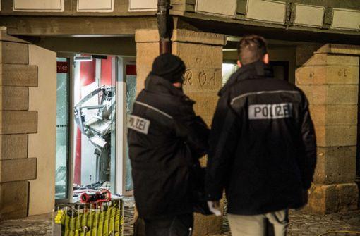 Geldautomat gesprengt – Polizei fahndet mit 18 Streifen