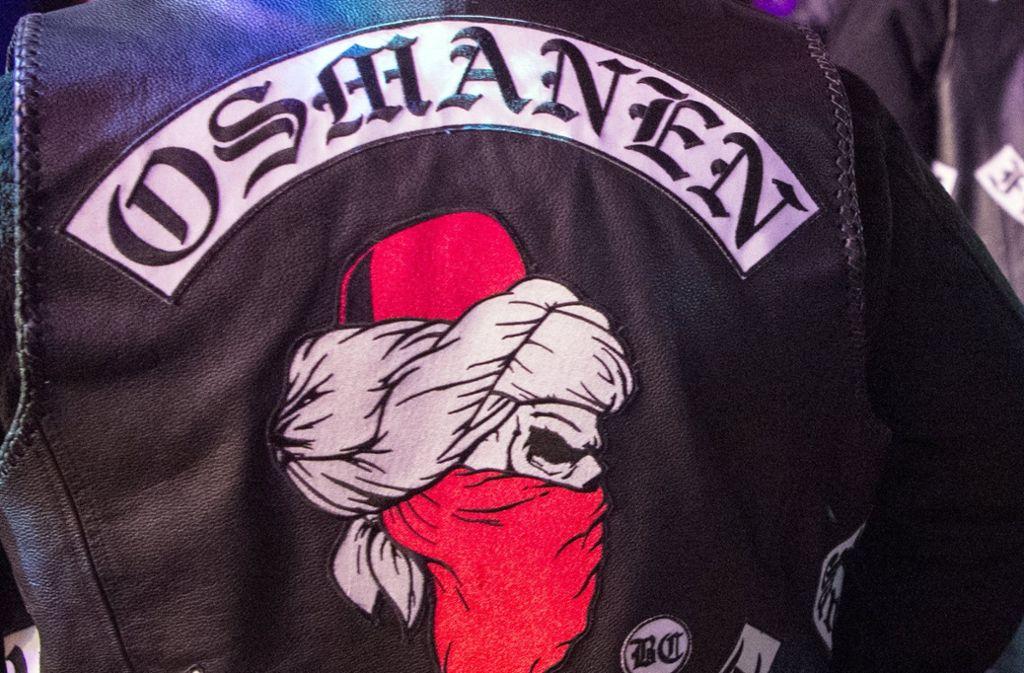 Mitglieder der Rockergruppe «Osmanen», Charter Frankfurt bei einer Boxveranstaltung. Foto: dpa
