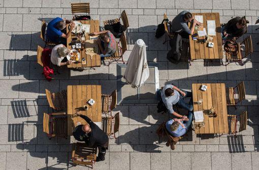 Restaurants bieten ihren Gästen Essen zum Mitnehmen