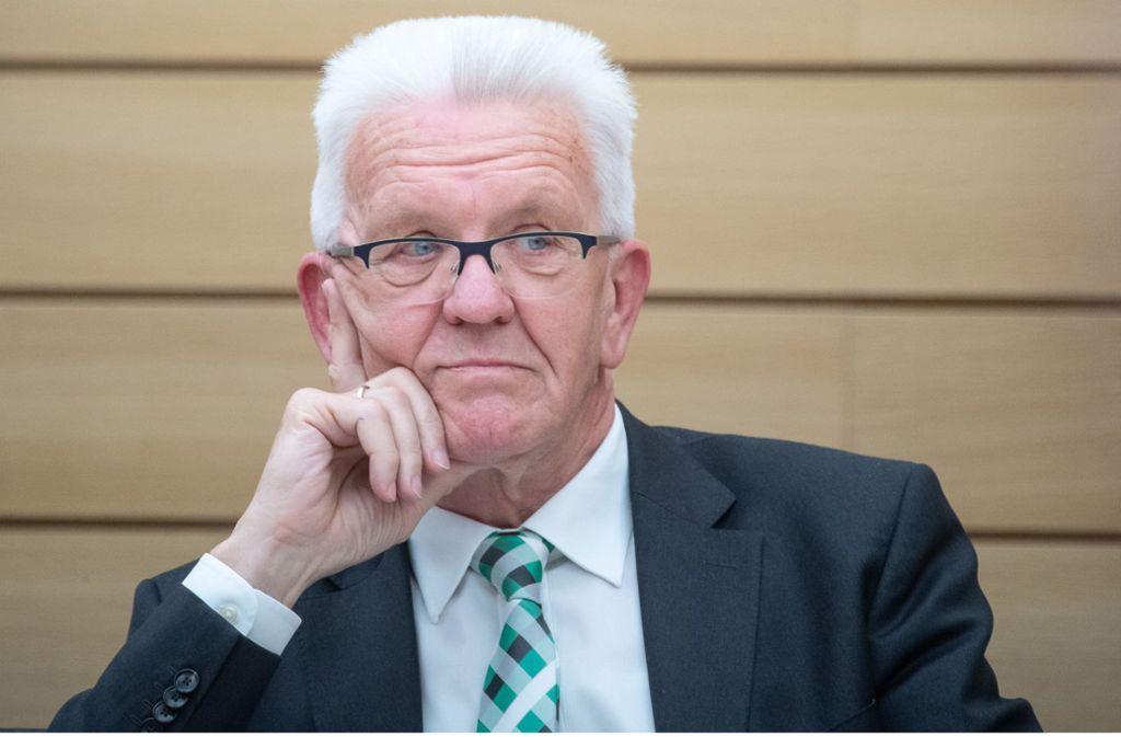 Ministerpräsident Winfried Kretschmann (Grüne) will wie die CDU das erweiterte Dieselfahrverbot abwenden. Er hat wegen der Coronakrise Kaufhilfen für Autos mit aktueller Abgastechnik im Sinn. Foto: dpa/Sebastian Gollnow